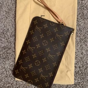 Louis Vuitton Neverfull MM Pochette